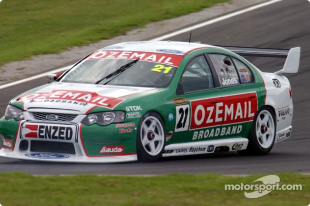 v8supercars-phillip-island-2003-brad-jones-in-the-ozemail-ford-locks-a-break-at-the-bottom