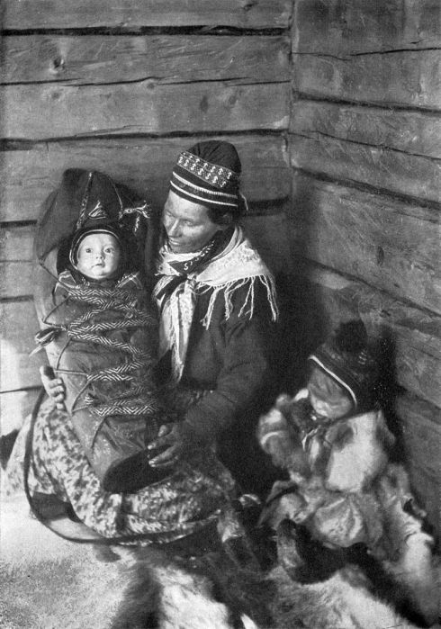 800px-Lapland_Mother_NGM-v31-p556