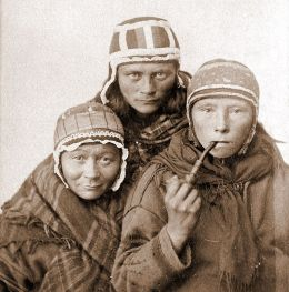 800px-Three_Sámi_Lapp_women,_c1890s
