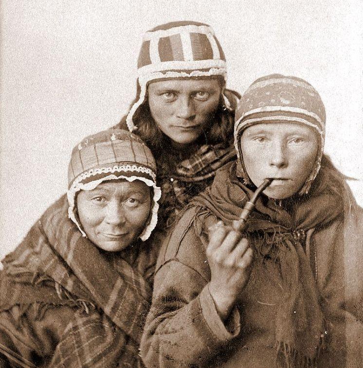 800px-Three_Sámi_Lapp_women,_c1890s